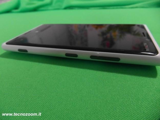 Nokia Lumia 920 pulsanti lato