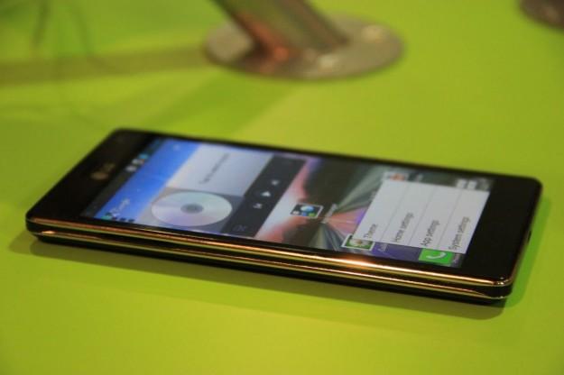 LG Optimus 4X HD lato