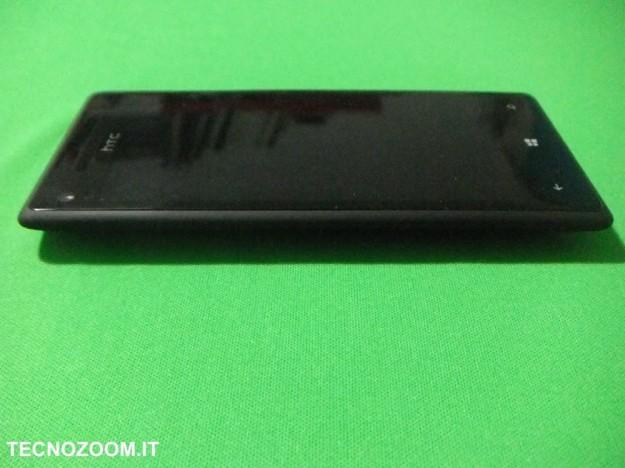 HTC 8X spessore
