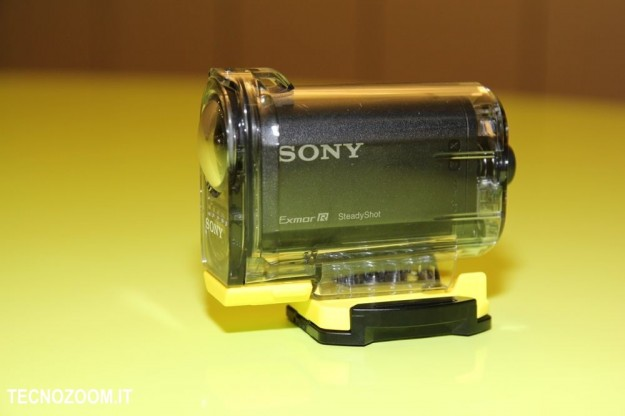Sony AS15 fianco