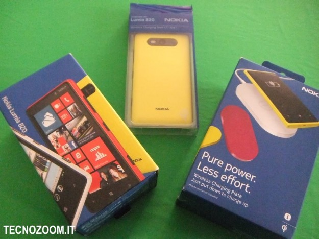 Nokia Lumia 820 box