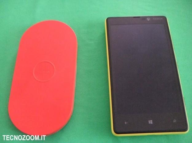 Nokia Lumia 820 e caricatore