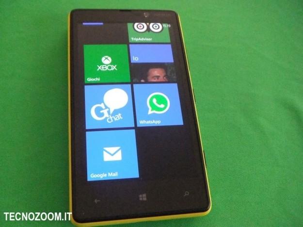 Nokia Lumia 820 live tiles