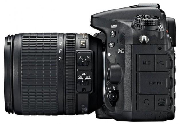 Lato ingressi e pulsanti di Nikon D7100