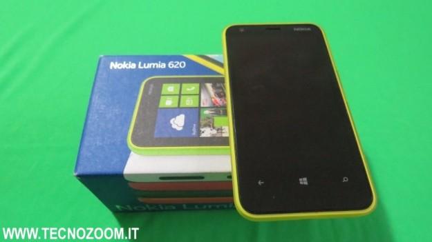 Nokia Lumia 620 con confezione d'acquisto