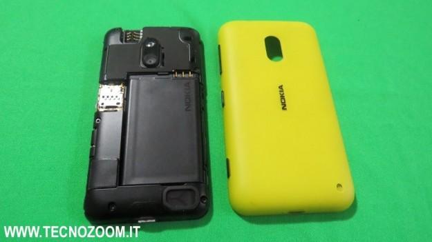Nokia Lumia 620 con vano batteria