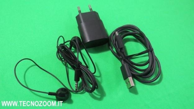 Caricabatterie cavo USB e cuffie