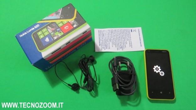 Interno confezione d'acquisto Nokia Lumia 620
