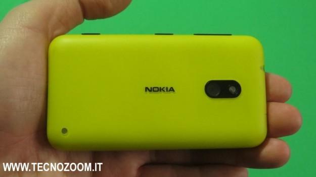 Visuale dal retro di Nokia Lumia 620
