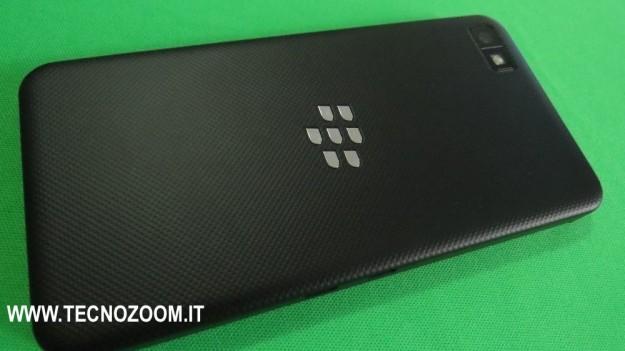 Blackberry Z10 lato posteriore
