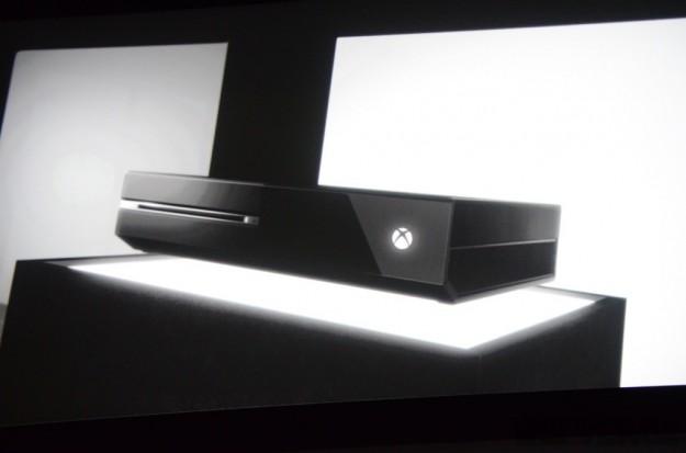 Xbox One con Kinect più grande