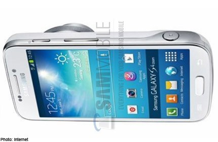 Samsung Galaxy S4 Zoom di colore bianco