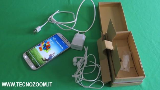 Samsung Galaxy S4 interno confezione acquisto
