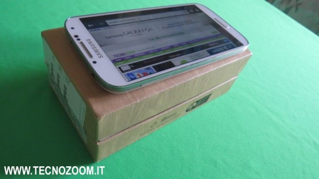 Samsung Galaxy S4 sulla scatola
