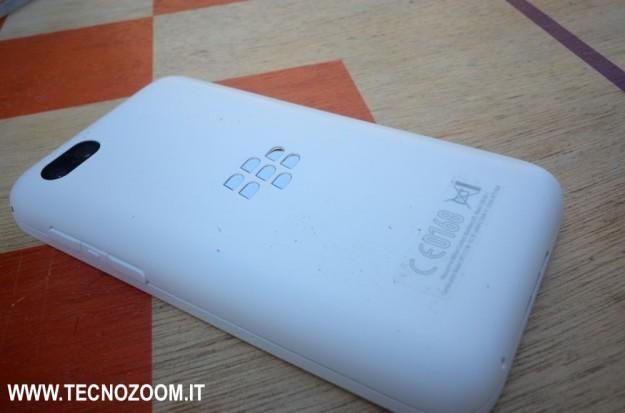 la parte posteriore di Blackberry Q5