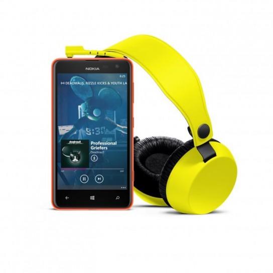 Nokia Lumia 625 con cuffie Boom