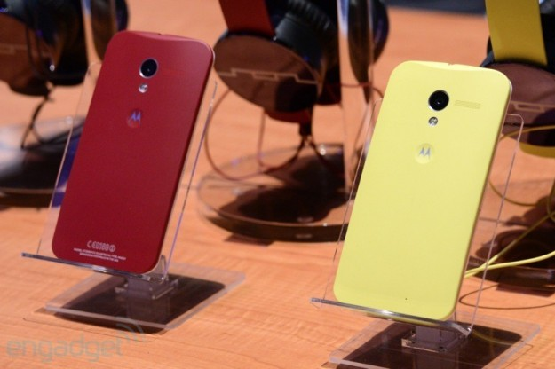 Motorola Moto X giallo e rosso