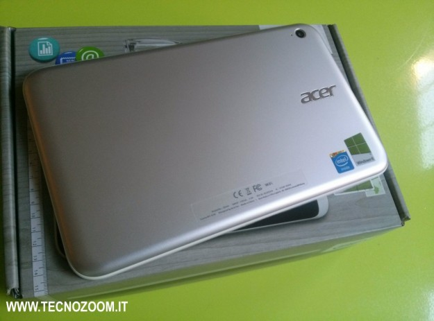 Acer Iconia W3 retro