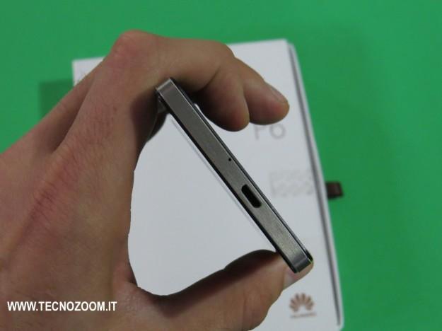 Huawei Ascend P6 lato alto