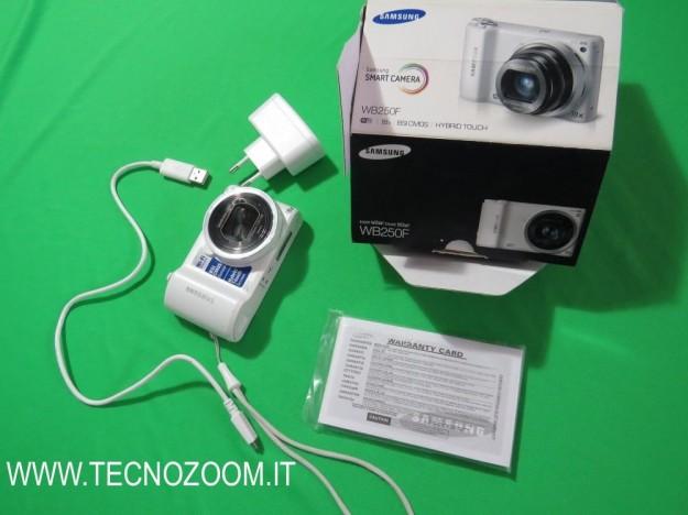 Samsung WB250F interno confezione