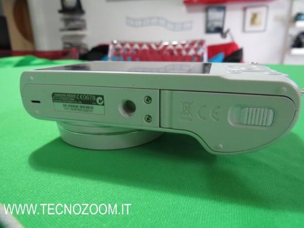 Samsung WB250F lato inferiore