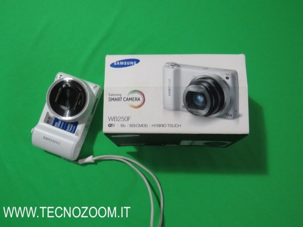 Samsung WB250F e confezione