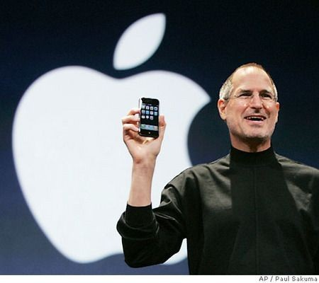 Steve Jobs ed il suo Apple iPhone