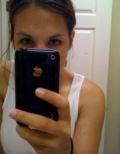 Ragazze iPhone: fotogallery di autoscatti