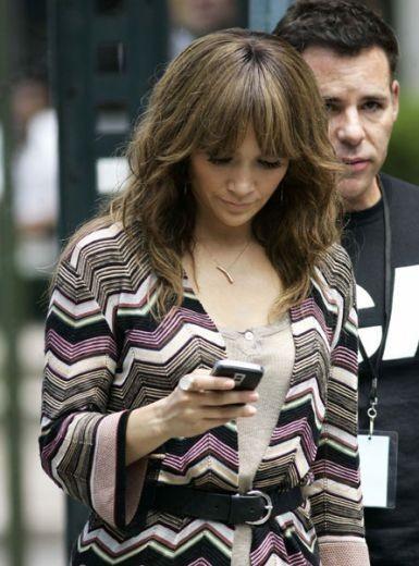 Jennifer Lopez con il suo BlackBerry Bold?