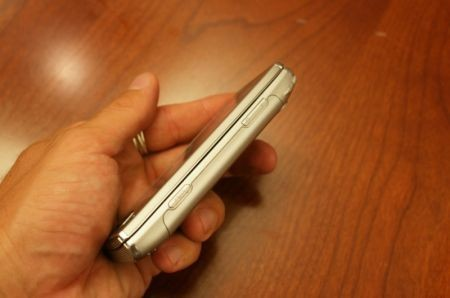 Sony Ericsson Xperia X2 di taglio