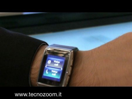 LG GD910 Watch Phone in video