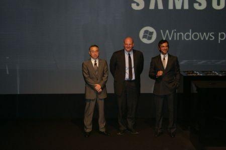 foto di gruppo con il responsabile marketing e comunica