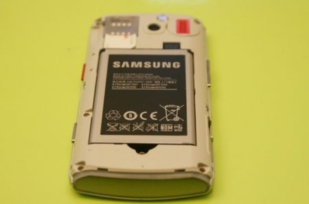particolare retro vano batteria samsung h1