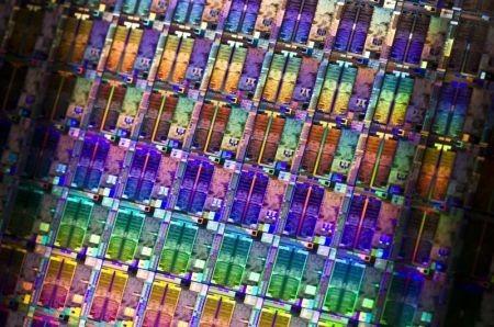 Un wafer di silicio dei nuovi Atom